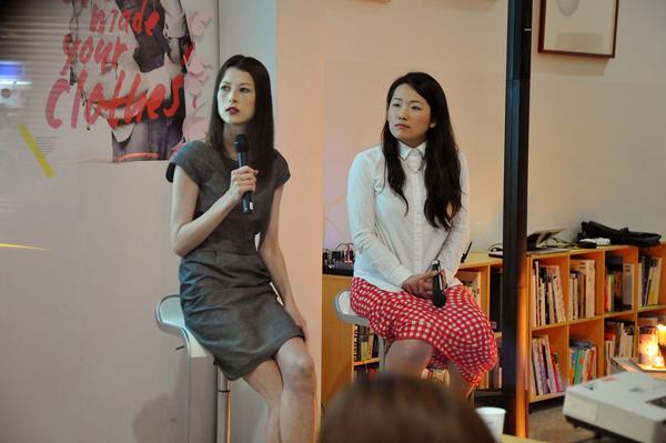 トークゲストのアンジェラさん(左)と竹村さん(右)